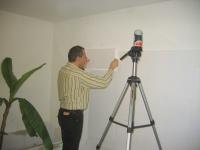 Beim Anbringen der Styropor-Isolation