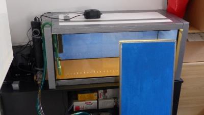 Mit eingeschalteter Beleuchtung und Sichtschutzplatte
