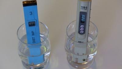 Leitfähigkeitsmessgeräte; links LF in µS/cm, rechts TDS in ppm